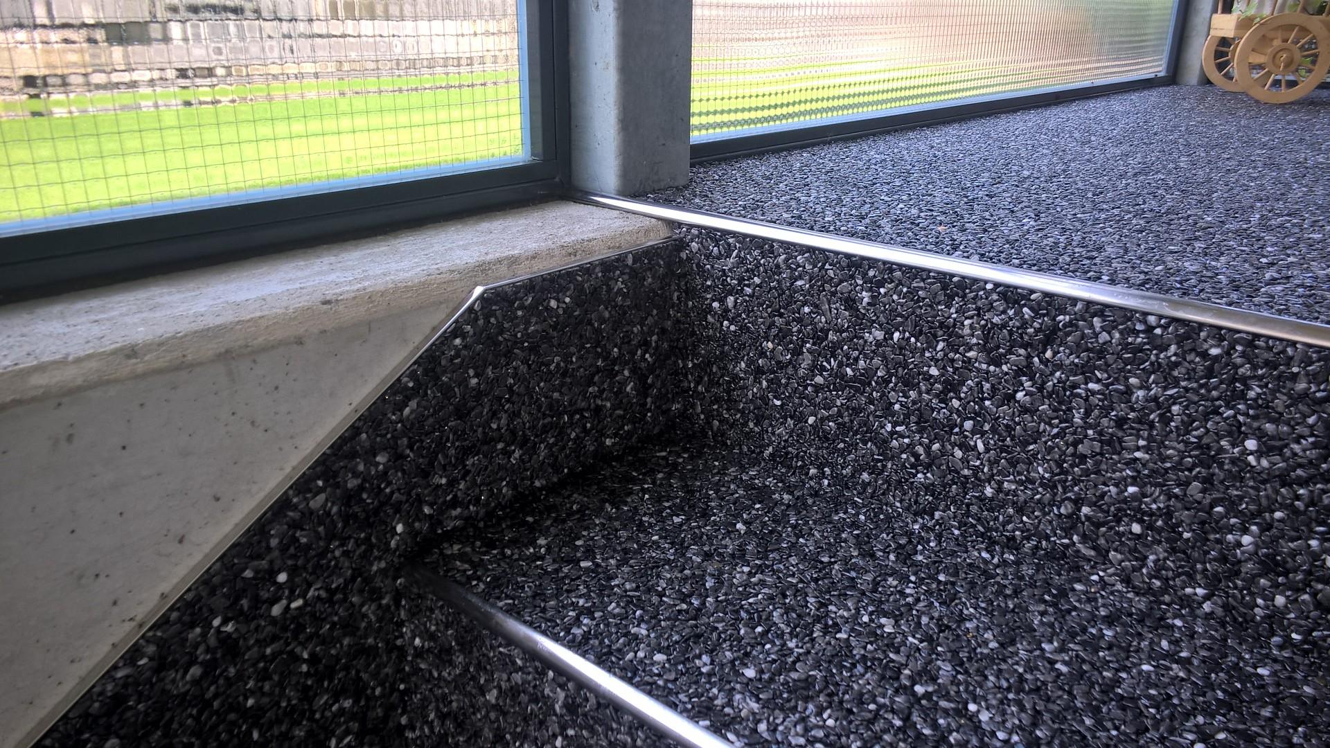 steinteppich der fugenlose bodenbelag f r den innen und. Black Bedroom Furniture Sets. Home Design Ideas